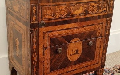 COMMODE in veneer wood and marquetry with rich...