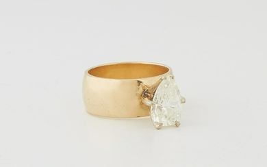 Lady's 14K Yellow Gold Engagement Ring, with a pear