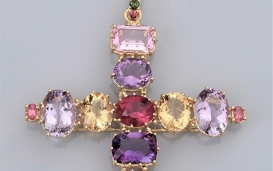 Large baroque cross in 18K yellow gold; set with multicoloured gemstones: pink tourmalines, amethysts, citrines, morganite, rubellite, green tourmalines etc. 32.40 g. H: 7.8 cm. Width: 6.8 mm. Owl punch