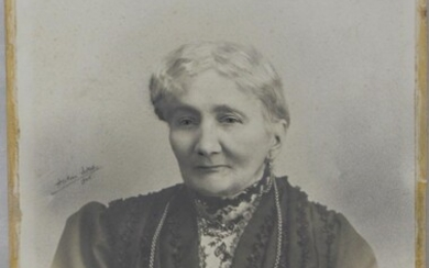 OLD GERMAN PHOTOGRAPH OF A LADY