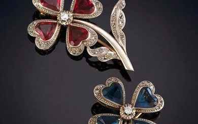 PAIR OF BROOCHES, 1940S, IN THE FORM OF CLOVERS IN RUBIES AND SAPPHIRES FRINGED WITH RHINESTONES. Frame in 18k white gold. Price: 750,00 Euros. (124.790 Ptas.)