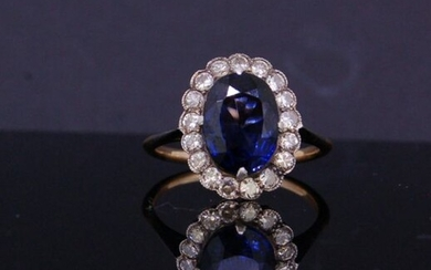 SAPPHIRE DIAMOND CLUSTER RING, set with an oval...