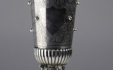 Very fine solid silver cup, carvings, hallmarked with a 19th century eagle