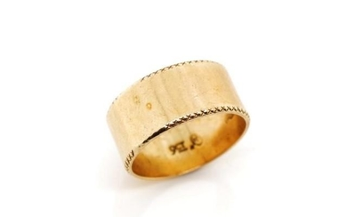 9ct rose gold ring a flat band with feather edge type border...