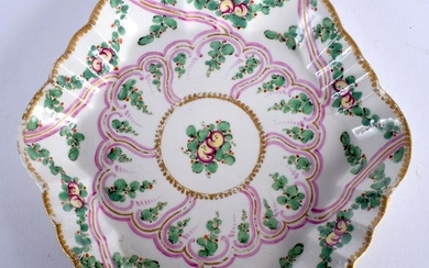 A 18TH CENTURY WORCESTER TEAPOT STAND painted with