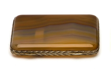 A CONTINENTAL SILVER-GILT-MOUNTED AGATE CIGARETTE CASE, RETAILED BY THOMAS...