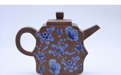 A Chinese yixing teapot and cover, seal mark to base, 19th c...