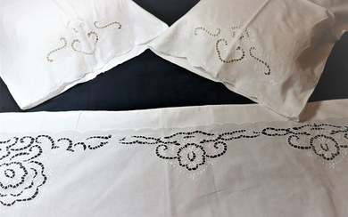 A beautiful set of Cotton Sheets with a beautiful embroidered richelieu (3) - Cotton