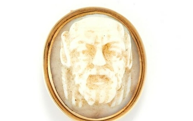 AN ANTIQUE GOBLIN CAMEO BROOCH in yellow gold