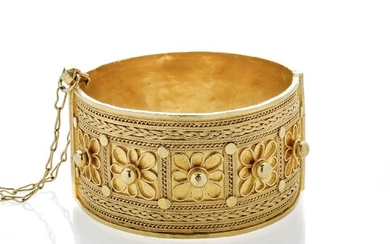 High bracelet in yellow gold