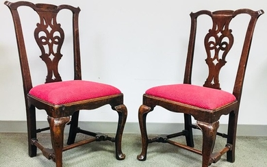 Pair of Georgian Oak Side Chairs, England, mid-18th century, shaped crest rails, pieced splats, slip seats, turned stretchers, and cabr