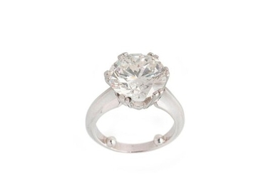Platinum ring set with a round brilliant cut diamond of 5,80 cts J SI2 slight fluorescence IGI 28/6/2020 Certificate, finger size 47, Gross weight: 9,80g