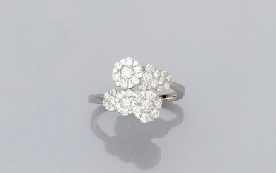 "Ring "" six crossed fleurettes "" in white gold, 750 MM, covered with diamonds, total about 1 carat, size: 52, weight: 3,1gr. rough."