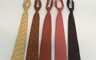 Salvatore Ferragamo: A collection comprising of five ties in different colors and prints. (5)