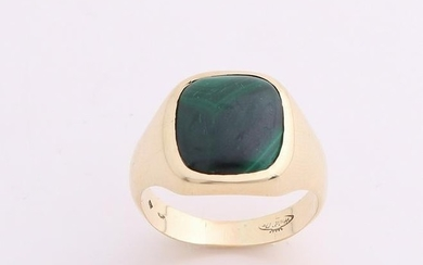Yellow gold signet ring, 585/000, with malachite. Ring