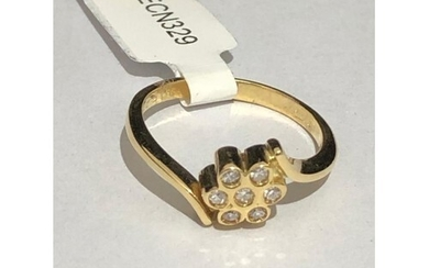 18k yellow gold ring with 7 diamonds in the form of flower, ...