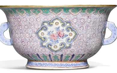 A FAMILLE-ROSE HANDLED BOWL, LATE QING DYNASTY