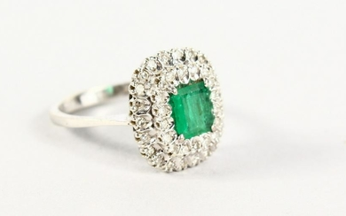 A GOOD 18CT WHITE GOLD, EMERALD AND DIAMOND CLUSTER