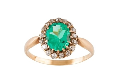 AN ANTIQUE DIAMOND AND EMERALD CLUSTER RING, the oval emeral...