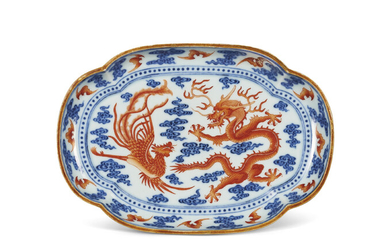 AN IRON-RED AND UNDERGLAZE-BLUE DECORATED 'DRAGON AND PHOENIX' QUATREFOIL DISH, QIANLONG PERIOD (1736-1795)