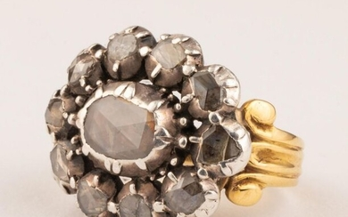 Late 18th century silver and 18k (750 thousandths) yellow gold ring set with silver and rose-cut diamonds from Antwerp and, in the centre, a rose-cut diamond from Brabant. Scrolls on the shoulders of the fluted ring. A historic jewel that combines...