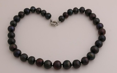 Necklace of black freshwater pearls, knotted and