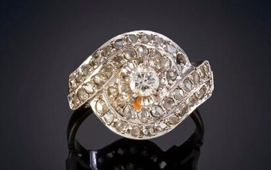 OLD RING OF DIAMONDS WITH A CENTRAL ONE OF 0.10 CT.APROX. On a frame of 18k white gold. Price: 200,00 Euros. (33.277 Ptas.)