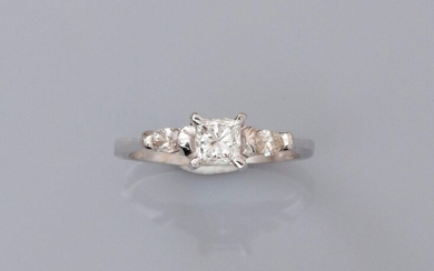 Ring in white gold, 750 MM, set with a princess...