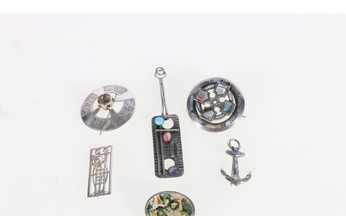 Scottish Celtic style ring cross brooch set with Montrose ag...