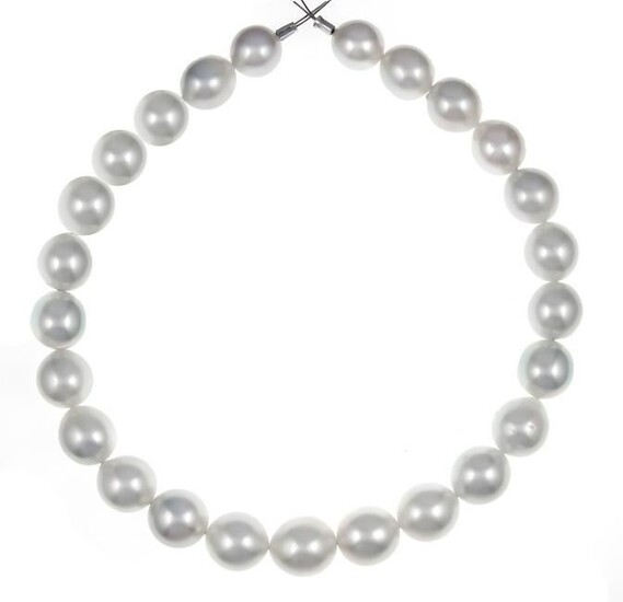South Sea strand with 25 fine South Sea pearls 16.1