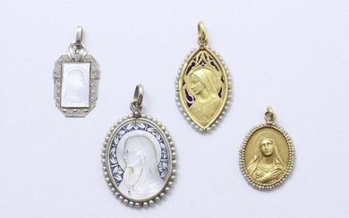 Two-tone gold 750 thousandths lot, consisting of 4 religious pendants depicting the Virgin Mary, 2 of which are decorated with engraved mother-of-pearl plaques. They are enhanced with small seed pearls, enamel and diamond roses. French work, partly...