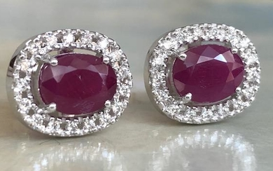 18 kt. White gold Earrings with 2.60 ct Ruby and