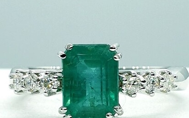 18 kt. White gold - Ring, IGI certified emerald ct. 1.94 n ° 440006298 - 1.94 ct Emerald - Diamonds