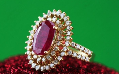 18 kt. Yellow gold - Ring - 2.00 ct Ruby - Diamonds