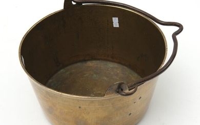 A 19TH CENTURY HEAVY BRASS JAM PAN WITH CAST IRON HANDLE