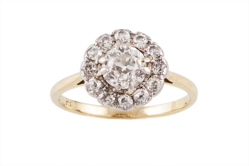 A DIAMOND CLUSTER RING, of approx. 1.30ct in total, mounted ...