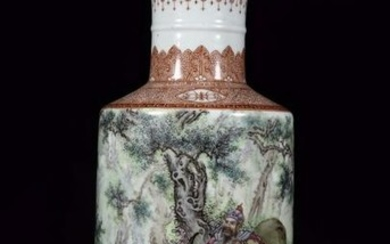 A FAMILLE ROSE GLAZE VASE WITH PAINTING