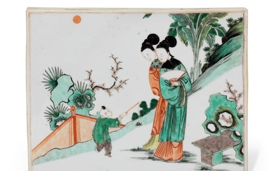 A FAMILLE VERTE TWO-SIDED 'LADIES, PEONIES AND BUTTERFLY' RECTANGULAR PLAQUE, KANGXI PERIOD (1662-1722)