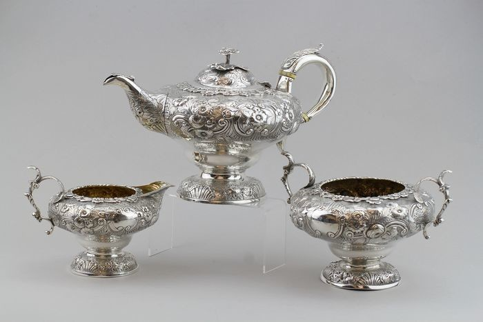 A Fine William IV Three-piece Tea Service - .925 silver - Possibly Joseph Wilson or John Wakefield, London - England - 1830