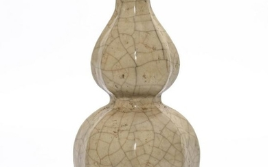 A Ge-type Gourd Shaped Vase
