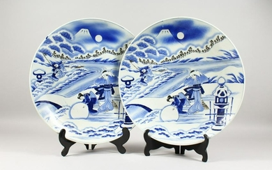 A LARGE PAIR OF JAPANESE BLUE & WHITE SNOW SCENE