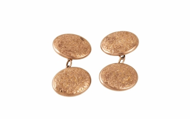 A PAIR OF EDWARDIAN 9CT GOLD CUFFLINKS, engraved design, Che...