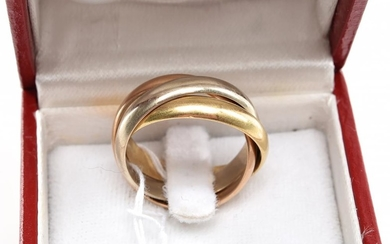 A TRINITY RING BY CARTIER IN 18CT TRI-COLOUR GOLD, SIZE O, BOXED (NUMBERED D1274 - SIZE 57)