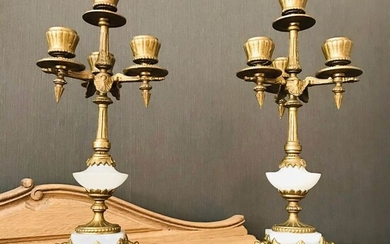 A pair of Louis Philippe style gilded zamak and alabaster- three-armed candlesticks Ca. 1850 (2) - Alabaster, Zamac - Mid 19th century