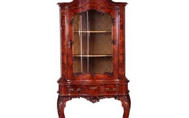 AN EARLY 20TH CENTURY ITALIAN WALNUT AND MARQUETRY INLAID SE...