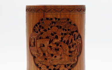 Chinese brushes jar in carved bamboo, early 20th Century.