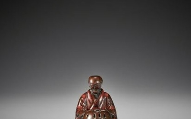 EARLY LACQUERED WOOD NETSUKE OF A MAN WITH HIBACHI