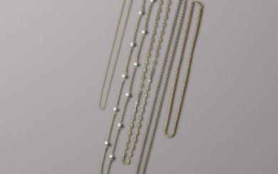 Five yellow gold chain necklaces