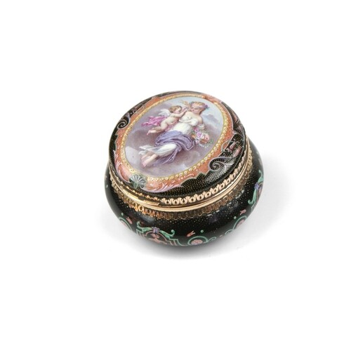 Gold and Enamel Patch Box - A gold and enamel patch box, gol...