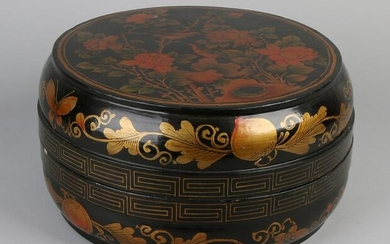 Large antique Japanese / Chinese lacquer box with